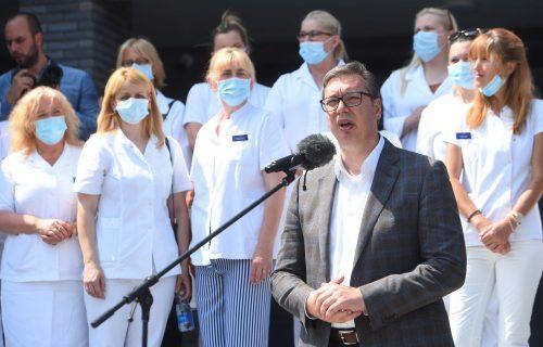 """Predsednik Vučić u Borči: """"Pričama o čipovima u vakcinama ćete nekoga UBITI"""" (FOTO+VIDEO)"""