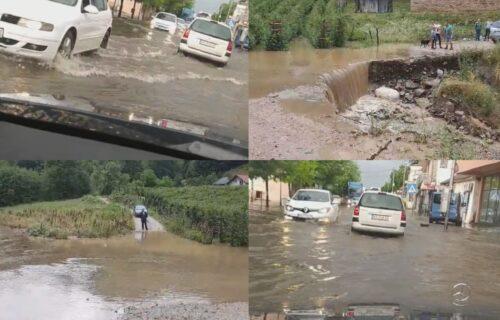 Padavine ZAHVATILE Srbiju: Ivanjica i Ćićevac na udaru, ulice POPLAVLJENE zbog izlivanja reka (FOTO)