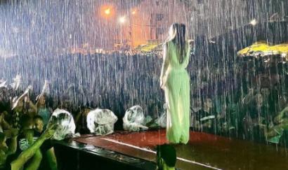 """""""BRAVO, ljubavi"""": Ceca pevala po kiši, Bogdan joj uputio emotivnu poruku (FOTO)"""