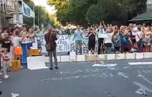 Aplauz za VEČNOST! Nastavljen protest na Karaburmi: Oproštaj od Stefana, ljudi imaju tri ZAHTEVA (VIDEO)