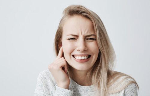 Imate problem sa pretaranim stvaranjem ušne MASTI? Evo kako da sprečite infekcije i POVREDE