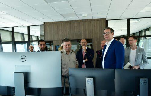 Poklon za predsednika Srbije od EPS-a: Grčić poklonio Vučiću istorijsku mapu Srba