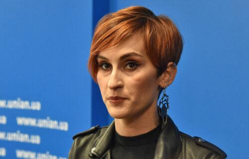 Pevačica saznala da ima KARCINOM pluca: Potresna borba za OZDRAVLJENJE mlade zvezde! (FOTO)