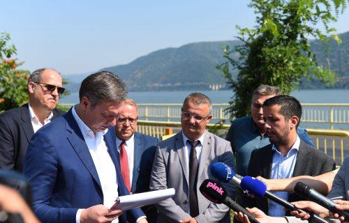 Vučić: Moramo da probamo da dostignemo PROSEČNU PLATU od 1.000 evra do 2026. godine