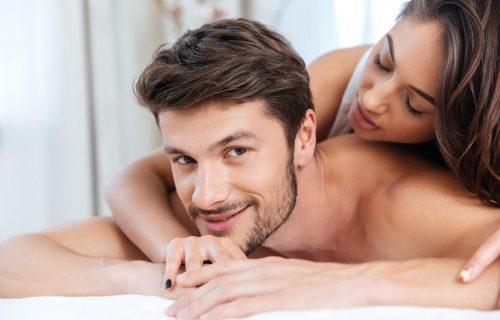 Obožavam da gledam moju suprugu dok vodi ljubav s drugim muškarcima, a najviše me uzbuđuje kada uradi OVO