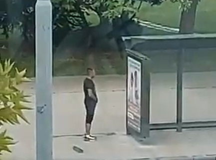 Snimljen MANIJAK na Novom Beogradu: SAMOZADOVOLJAVAO se na stanici dok su prolazile žene (VIDEO)
