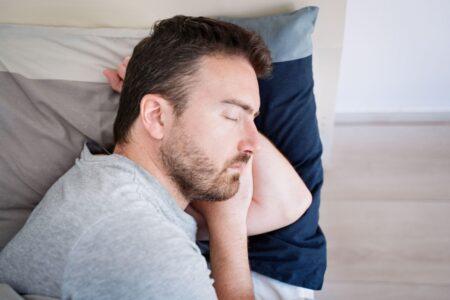 Porodica brine o njemu: Zbog retkog poremećaja spava i do 300 dana GODIŠNJE