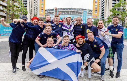 Žestoka provokacija za Engleze: Škoti scenom iz kultnog filma otkrili svog favorita u finalu! (FOTO)