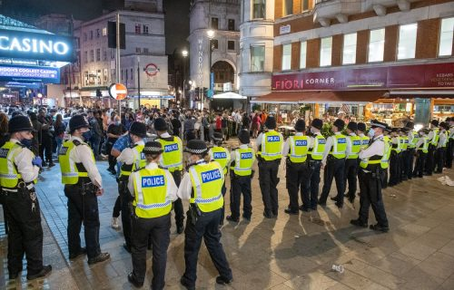 Totalni haos na ulicama Londona: Plasman Engleske u polufinale izazvao sukob navijača i policije! (VIDEO)