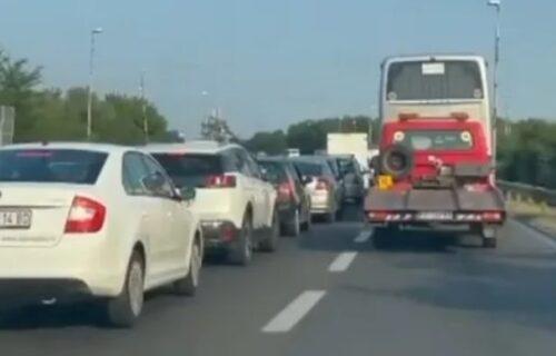Teška NESREĆA na auto-putu: Zbog sudara automobila i motora saobraćaj BLOKIRAN (FOTO)