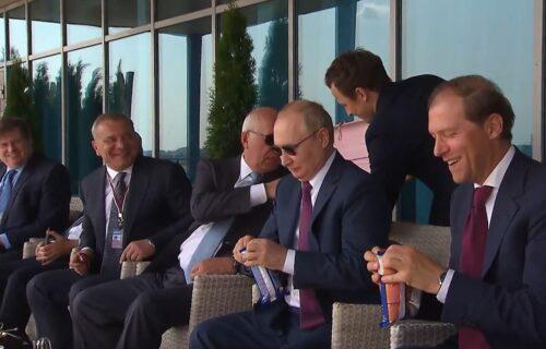 Putin kupio SLADOLED na aerodromu, a onda su svi počeli da se smeju: Snimak obišao ceo svet (VIDEO)