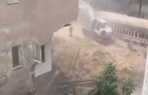 """""""Gledamo kako nam pred očima PROPADAJU stanovi"""": Otkriven RAZLOG ponovnog urušavanja zgrade na Vračaru"""
