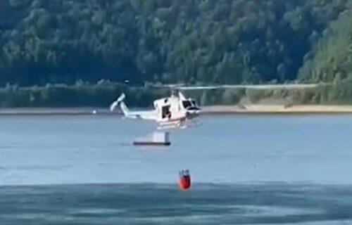 Proglašena VANREDNA SITUACIJA: Četiri helikoptera i 80 vatrogasaca u borbi sa požarom u Murtenici (VIDEO)