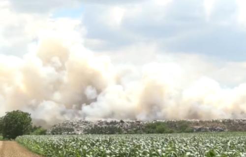"""""""Ne vidi se pola grada"""": ZAPALILA se požarevačka deponija, kulja dim na sve strane (VIDEO)"""