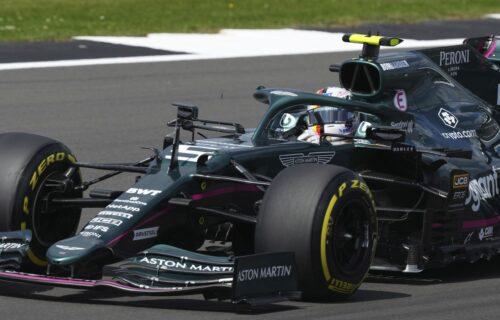 Kakav car: Legendarni šampion Formule 1 posle trke otišao na tribine da počisti đubre! (VIDEO)