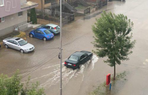 Nevreme PROTUTNJALO i kroz Pirot: Ulice pod VODOM, ceo grad ostao bez struje (FOTO)