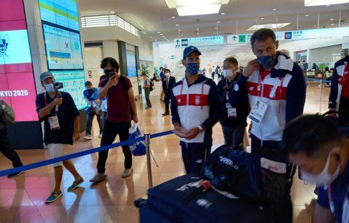 Đoković stigao u Tokio: Na aerodromu ga dočekale dvočasovne procedure! (FOTO)