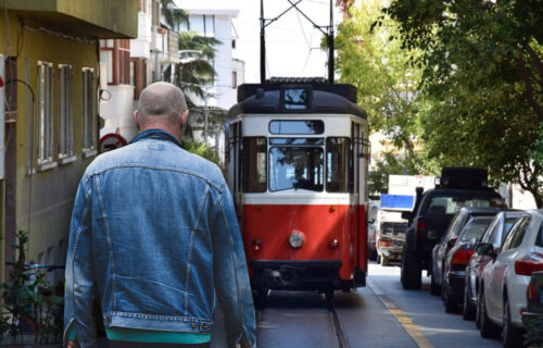 Uhapšen MANIJAK iz beogradskog tramvaja: Uznemiravao ženu i njene MALOLETNE ćerke na Voždovcu
