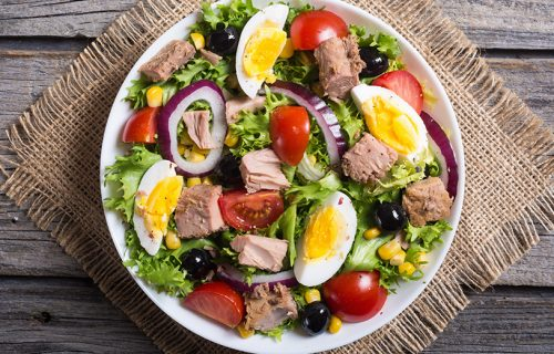 Idealan obrok za VRELE dane: Tuna salata - savršen ručak za samo NEKOLIKO minuta!