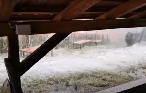 """Hrvatska na UDARU, grad opustošio mnoge delove: """"Ne mogu da opišem, totalno nam je sve uništeno"""" (VIDEO)"""