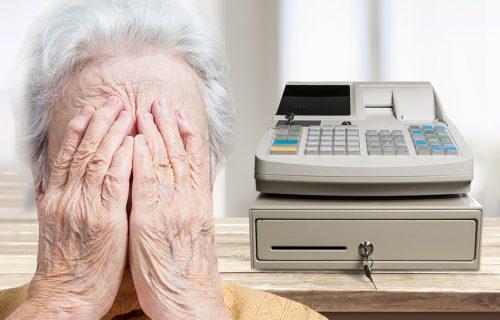 Kasirka iz Srbije IZVREĐALA baku jer ne vidi dobro: Starica briznula u plač, a onda se desio OBRT
