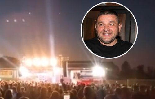 Baja Mali Knindža izazvao pometnju: U selu kod Sremske Mitrovice PUBLIKE više od broja stanovnika (VIDEO)