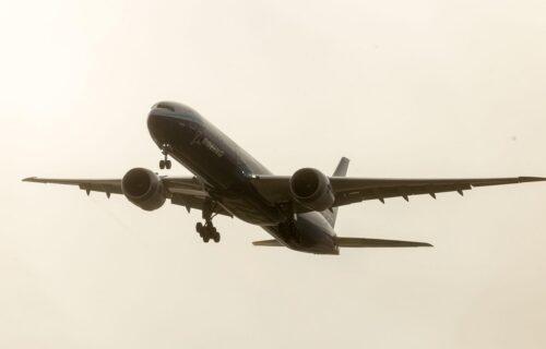 Bizarni eksperiment: Šta bi se dogodilo s avionom ako bi putnici POSKOČILI u isto vreme (VIDEO)