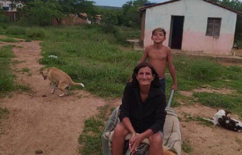 Usvojila ga kao malog i brinula o njemu: Ostala je bez posla, a dečak (12) joj dao DIRLJIVO obećanje