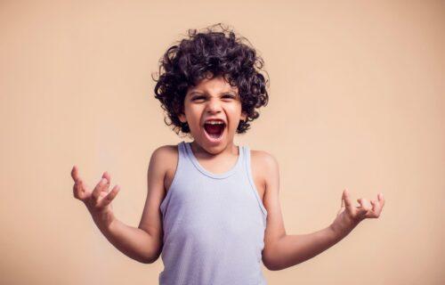 Agresivnost kod dece je NORMALNA i česta pojava, ali EVO kako bi roditelji trebalo da odreaguju na nju