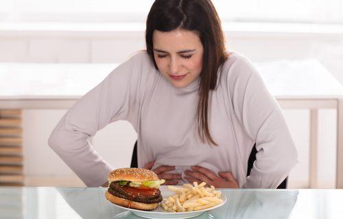 OPREZ! Ove namirnice nikako ne jedite leti: Kombinacija hrane koju Srbi obožavaju može biti KOBNA