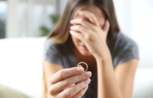 Anđela videla čudnu poruku u telefonu: Opisala je DONJI VEŠ mog muža, pa mi je otkrila užasne detalje