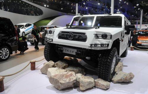 Kineski Hummer košta 100.000 dolara: Upoznajte neustrašivog Dongfeng Ratnika (VIDEO)