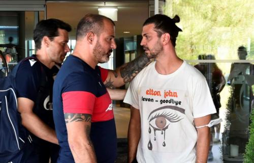 """Hit konverzacija Dragovića i Stankovića: Fudbaler sa dedom sačekao Dekija, pa nasmejao """"zvezdaše"""" (VIDEO)"""