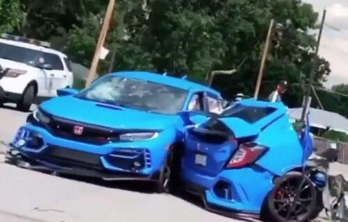 Jeziva scena na putu: Od siline udarca Honda Civic se PREPOLOVILA, čudo da nema žrtava (VIDEO)