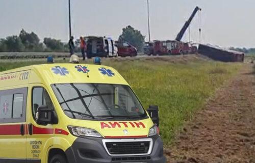 USMRTIO desetoro ljudi: Vozač autobusa koji se prevrnuo PRIZNAO krivicu - oglasila se i policija