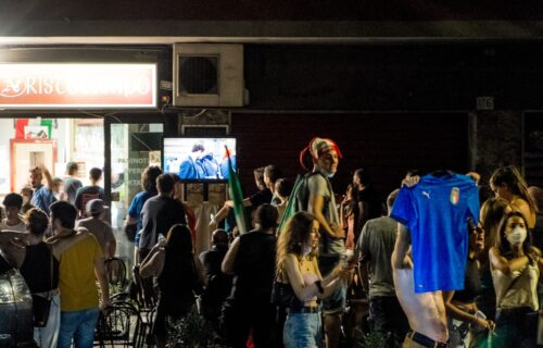 Italijanke prebacile slavlje na novi nivo: Poskidale se po ulicama u čast osvajanja Evrope! (VIDEO)