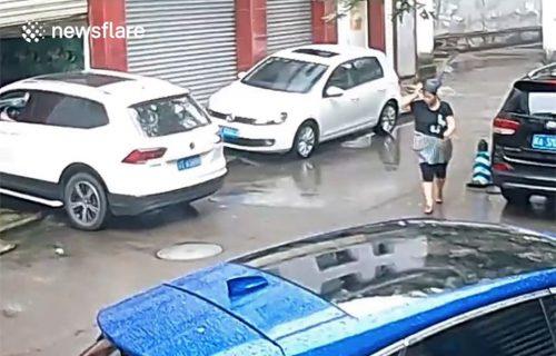 Na izlazu iz garaže GREŠKOM stisnuo gas: Slučajnu prolaznicu milimetri su delili od tragedije (VIDEO)