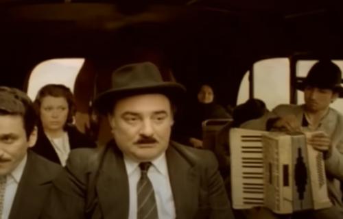 """Ko je BABA u crnom u """"Ko to tamo peva""""?: Dugo je bila MISTERIJA, a Titova SMRT je zauvek izmenila film"""