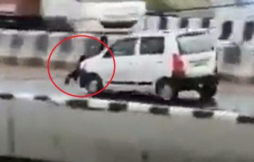 Provozao čoveka na haubi nasred auto-puta: Iza ovog snimka krije se neverovatan razlog (VIDEO)