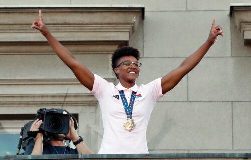 Na balkonu sam ponovo rođena i to kao Srpkinja: Ivon oduševila naciju, pa otkrila kako je naučila himnu!