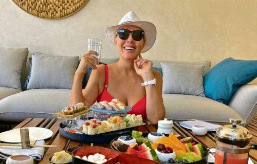 """Lepa Brena štedi pare: Posle prodaje """"Granda"""" uzela MILIONE, a letuje za DŽABE u luksuznom hotelu (FOTO)"""