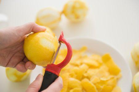Uklanja NEPRIJATNE mirise: Šest načina na koje možete da iskoristite KORU od limuna
