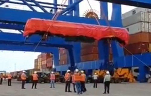 Dok su radnici slavili veliki poduhvat, dogodilo se nešto što je umalo usmrtilo ceo pogon (VIDEO)