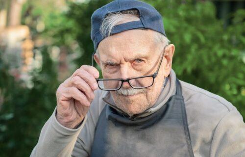 Penzioneru saopštena loša vest, pa iz besa uništio 28 poštanskih sandučića komšija