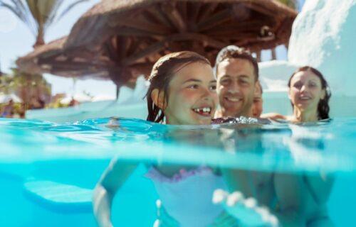 Korak po korak do HRABROG plivača: Kako da pomognete detetu da se oslobodi straha od VODE?