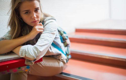 Uglavnom ulazite u veze na DALJINU: Kako prepoznati postojanje straha od BLISKOSTI?