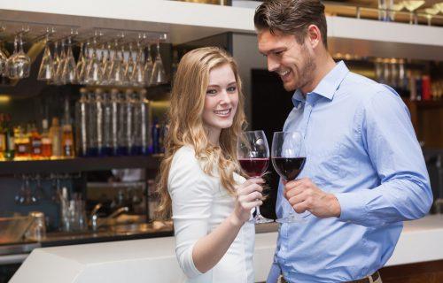 Previše pričanja, nedovoljno slušanja: Pet LOŠIH navika na prvom sastanku koje muškarci NEĆE tolerisati