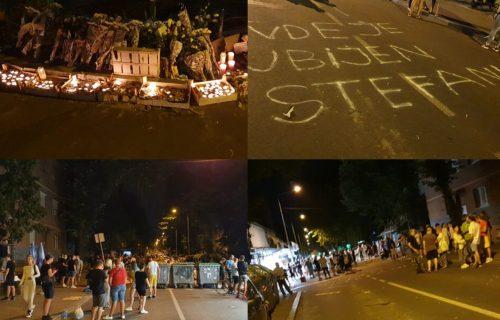 """Ovde je UBIJEN Stefan"": Nastavljen protest građana na Karaburmi zbog TRAGIČNE pogibije dečaka (FOTO)"