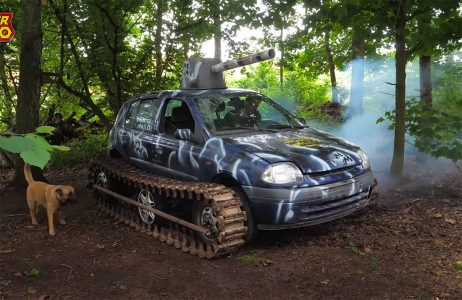 Renault Clio u neviđenoj akciji: Pogledajte kako se gradski šmeker snašao na gusenicama (VIDEO)