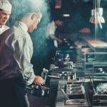 Došli su u restoran i doneli detaljna uputstva za kuvare kako da im spreme hranu (FOTO)